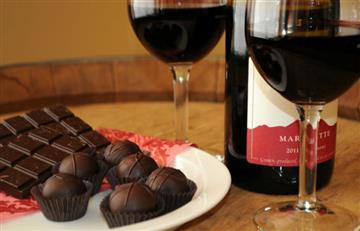 ¿Sabías que el vino tinto y el chocolate son una fuente de juventud? Descubre aquí por qué