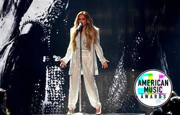 Jennifer Lopez brilló en el escenario con su presentación en los AMAs