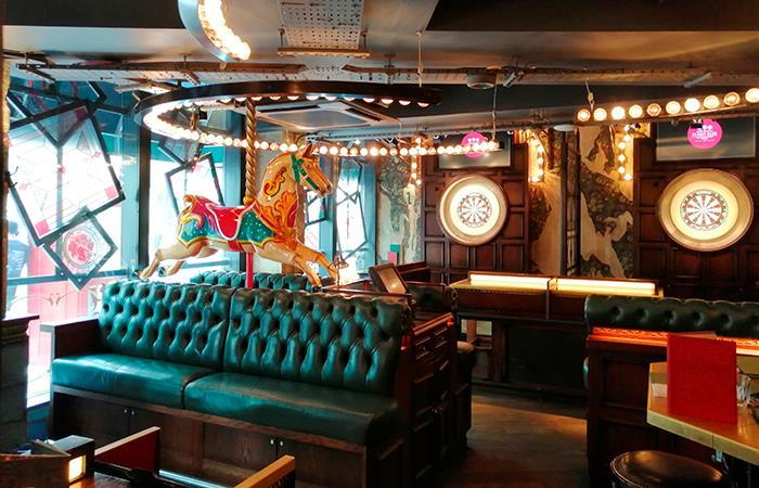 Pub londinense Flight Club Darts que asegura una noche de diversión entre amigos (Foto: EFE)