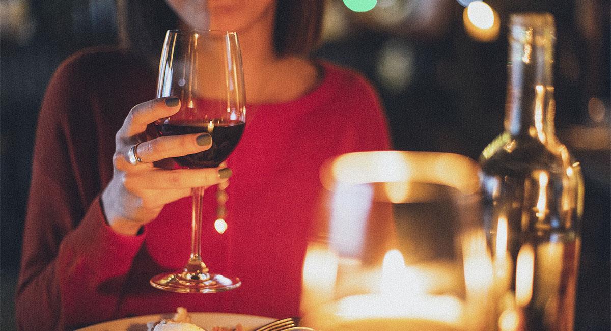 Las mujeres aceptan citas para comer gratis, según estudio. Foto: Pexels