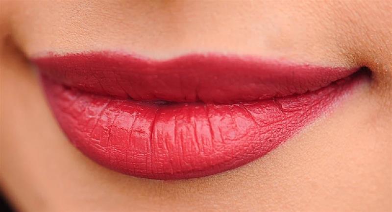 Tips para aumentar el volumen de tus labios sin cirugías. Foto: Pixabay