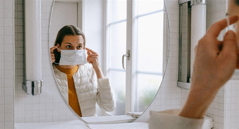 Cómo desinfectar tu mascarilla utilizando un microondas. Foto: Pexels