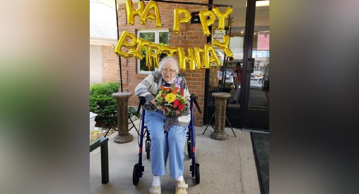 Abuelita celebra su cumpleaños número 100 tras vencer al coronavirus