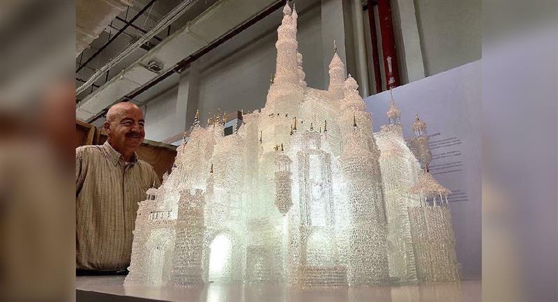 Niños rompen el castillo de cristal más grande del mundo. Foto: Twitter @arribasbrothers