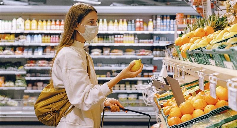 Mascarillas ayudarían a reducir los síntomas de COVID-19 en caso de contagio. Foto: Pexels