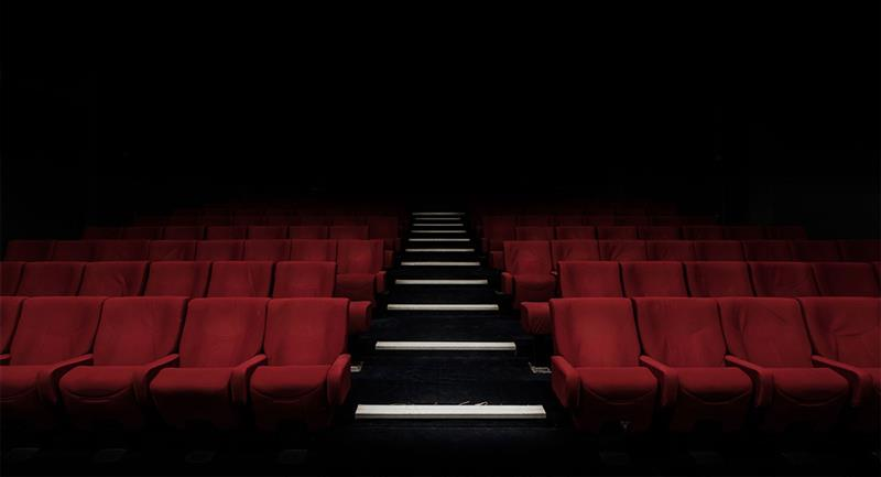 Los cines vuelven este 12 de agosto a México DF. Foto: Unsplash  Felix Mooneeram