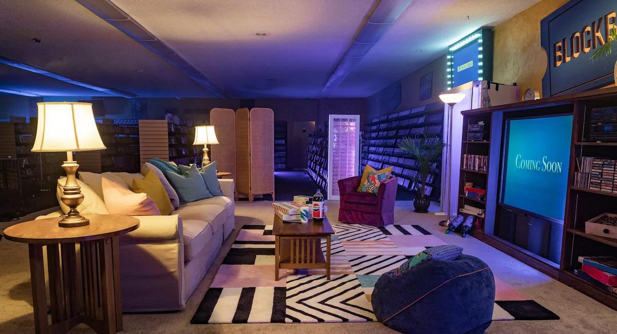 Airbnb permite una noche de películas en VHS en el último Blockbuster del mundo