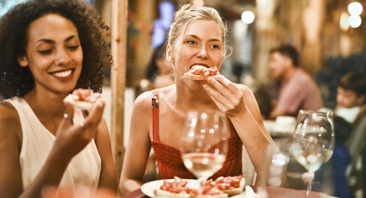 """Nutricionista explica por qué no debes comer hasta """"reventar"""". Foto: Pexels"""