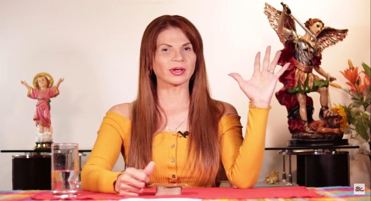 Mhoni Vidente afirma que Juanpa Zurita se declarará bisexual en los próximos días