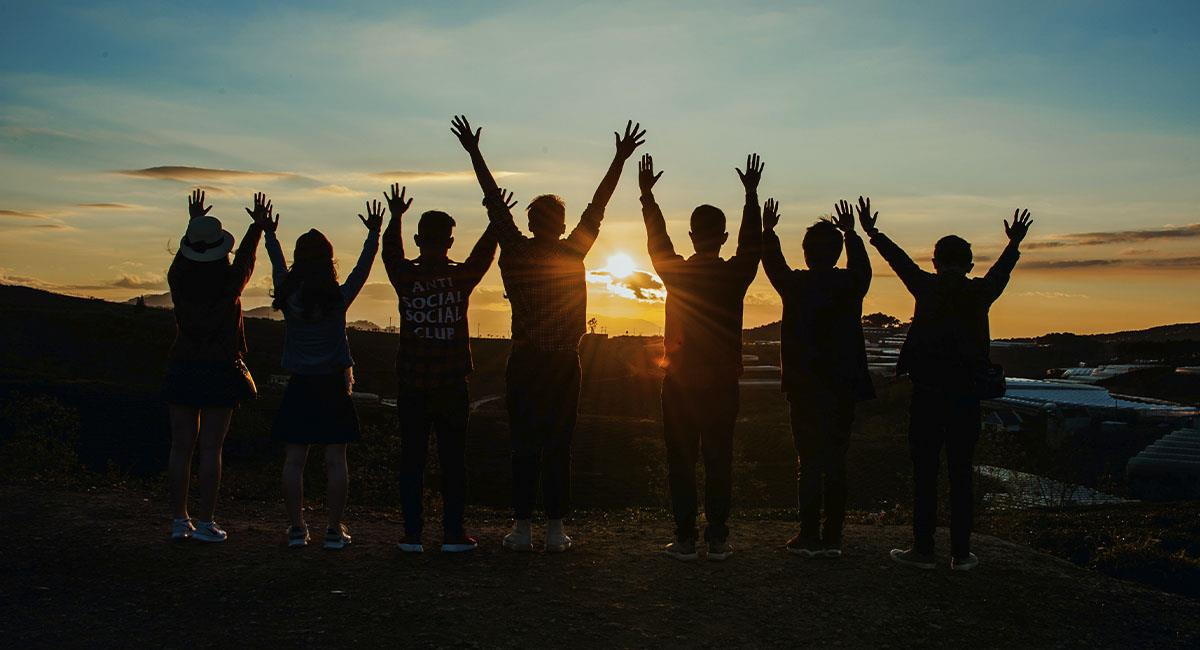 Estudio revela que solo le caes bien a la mitad de tus amigos