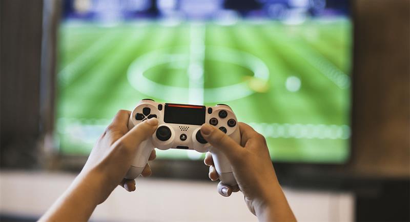 Hombre de 30 años denuncia a su madre por no dejarlo jugar videojuegos. Foto: Pexels