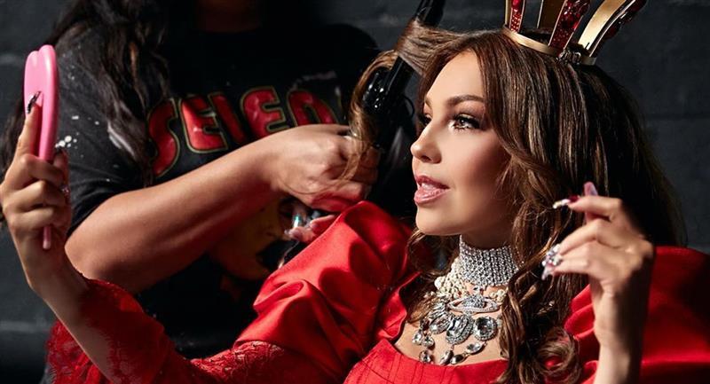 Thalía estrena nuevo y joven amor, según Mhoni Vidente. Foto: Instagram @thalia