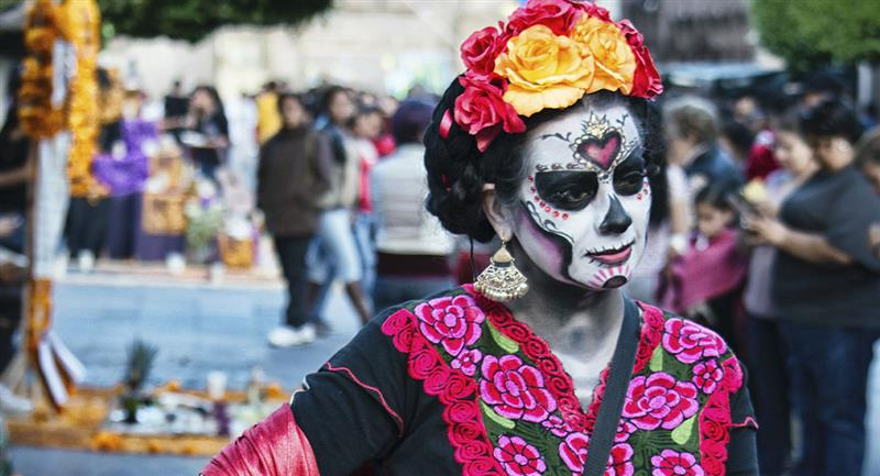 Maquillajes de Catrina que puedes intentar en el Día de Muertos. Foto: Pexels