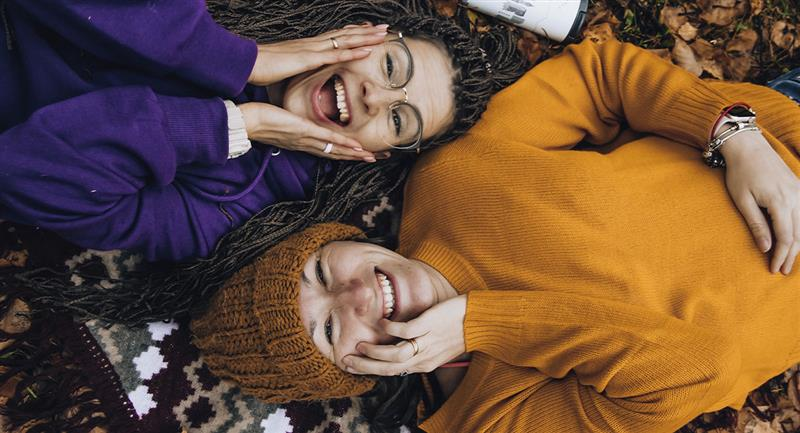 Tu atractivo dependerá del atractivo de tus amigas, según estudios. Foto: Pexels