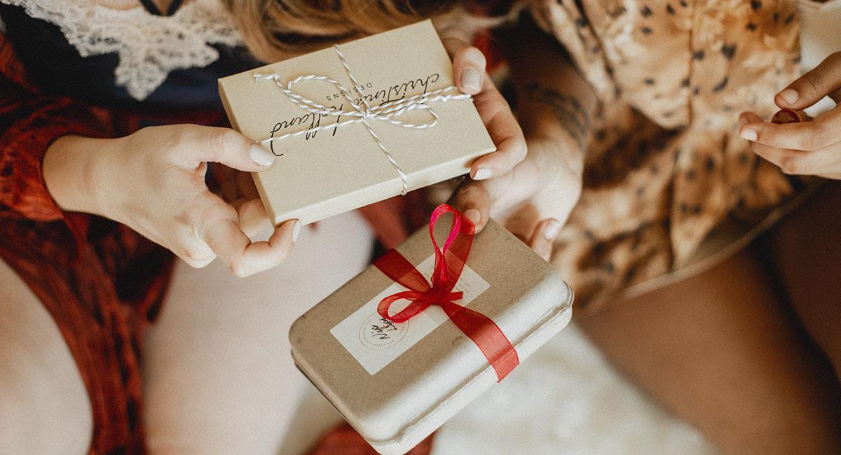 4 signos del zodiaco que siempre les atinan a sus regalos. Foto: Unsplash
