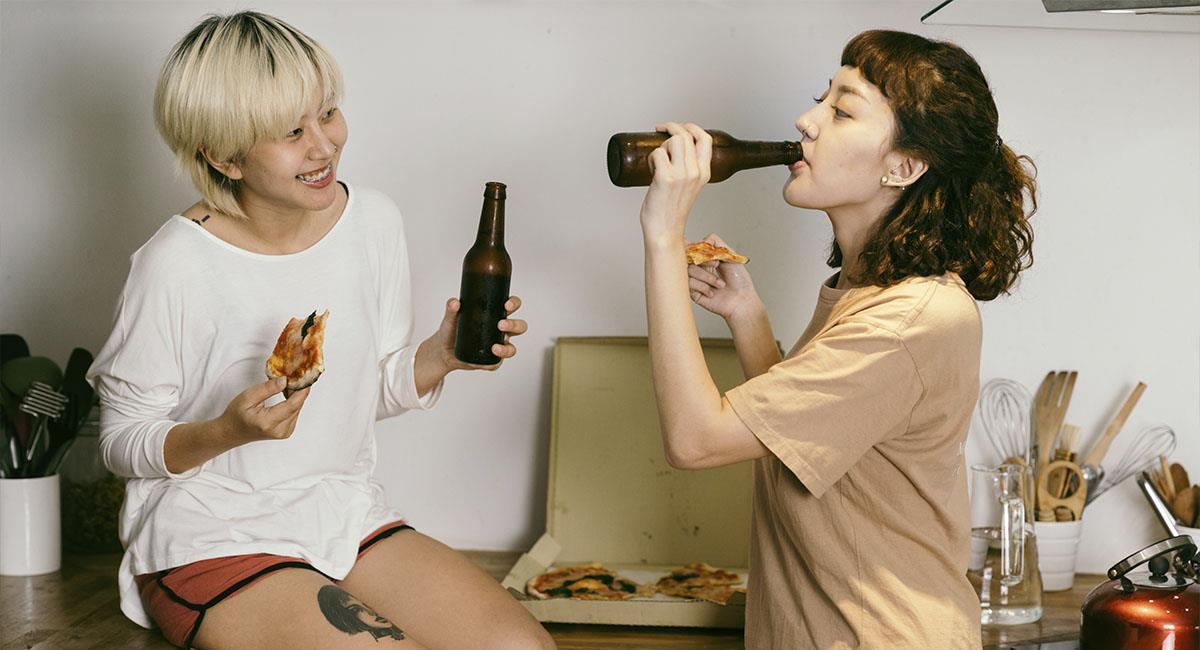 Estudio confirma que beber cerveza te vuelve más inteligente. Foto: Pexels