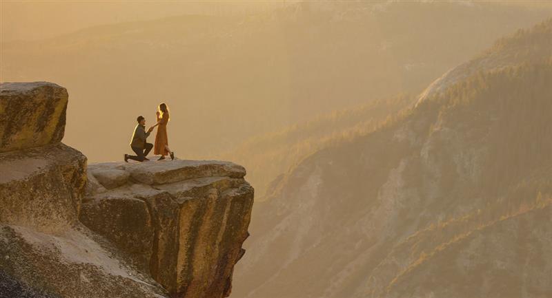 Pedir matrimonio en una montaña casi le cuesta la vida. Foto: Unsplash