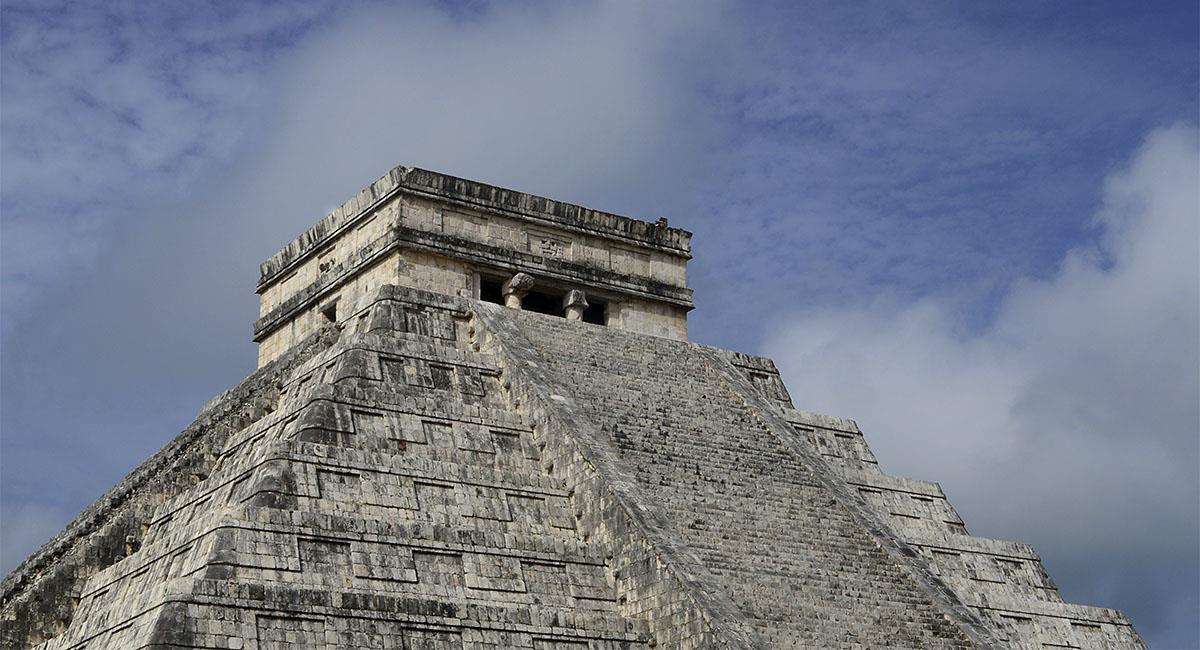 Lady Kukulcán será sancionada por subir a pirámide de Chichén Itzá. Foto: Twitter