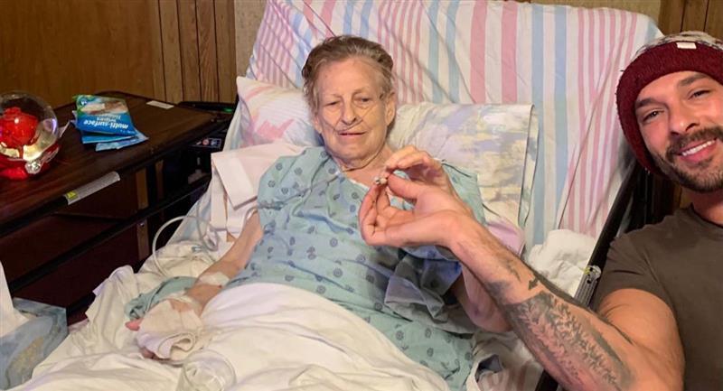 Abuelita fuma marihuana con su nieto antes de morir. Foto: Facebook Jeremiah Pollock