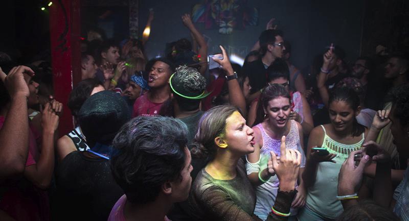 Piden que asistentes a fiestas en pandemia sean voluntarios en hospitales. Foto: Pexels