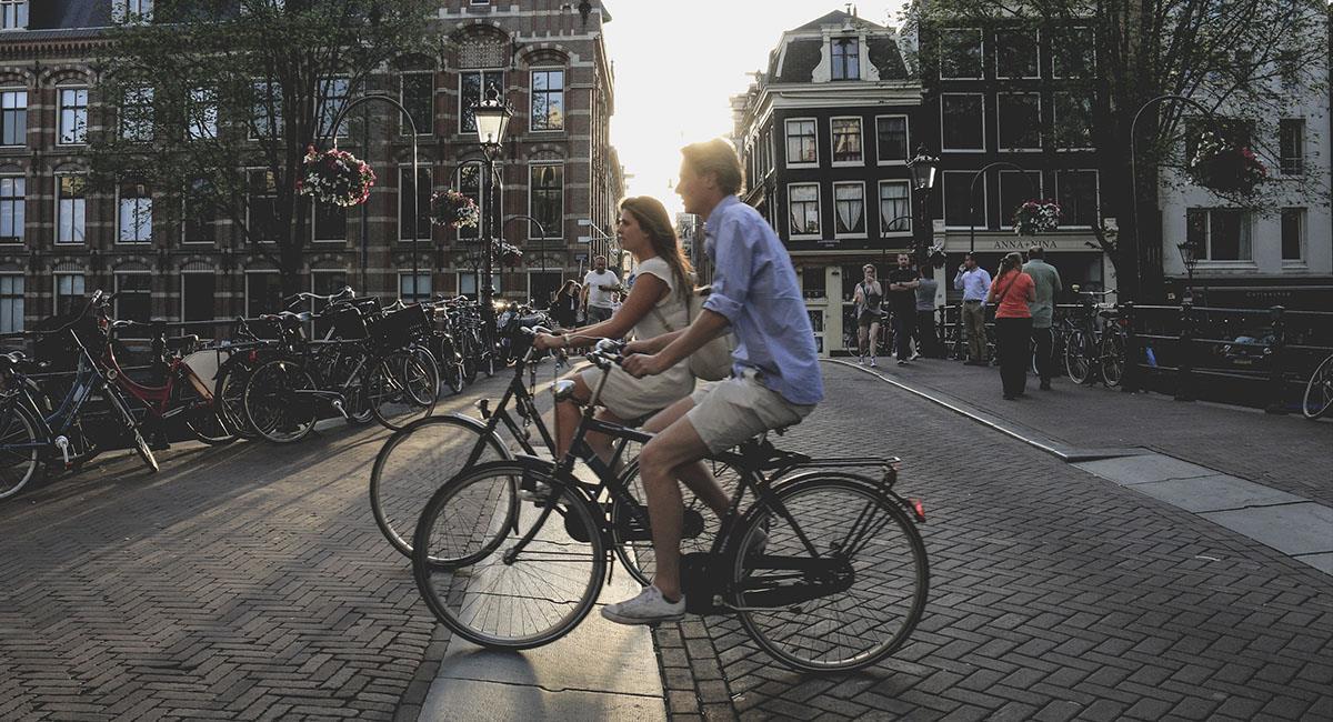 Ámsterdam ofrece bodas con holandeses para que conozcan la ciudad. Foto: Unsplash