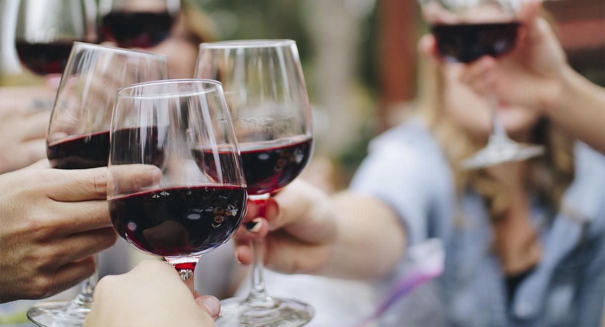 Empresa busca catadores de vinos veganos; te pagarán 300 dólares. Foto: Unsplash