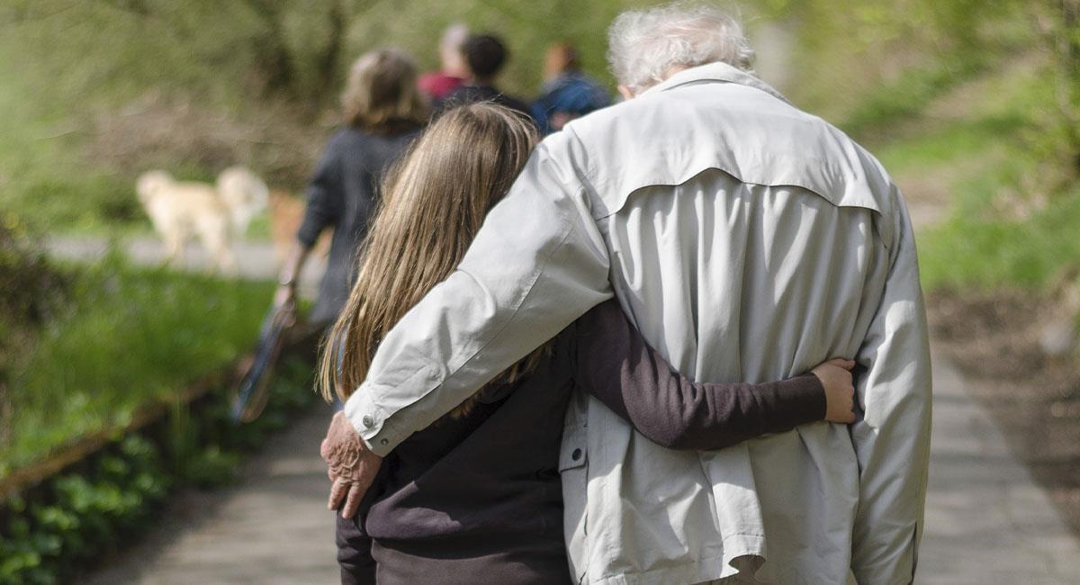 Mensajes para dedicarle a tu abuelo en el Día del Padre. Foto: Unsplash