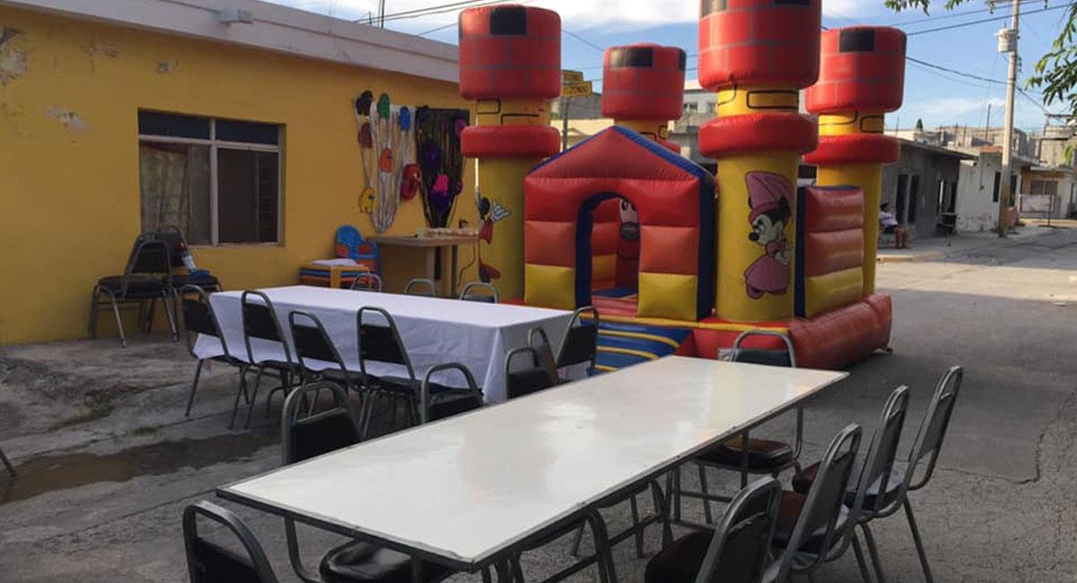 Invitados plantan a dos niños y su madre pide que vayan a la fiesta. Foto: Facebook Montserrat CM